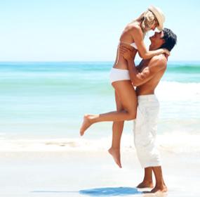 Влюбленные на берегу моря