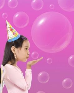 девочка и мыльные пузыри